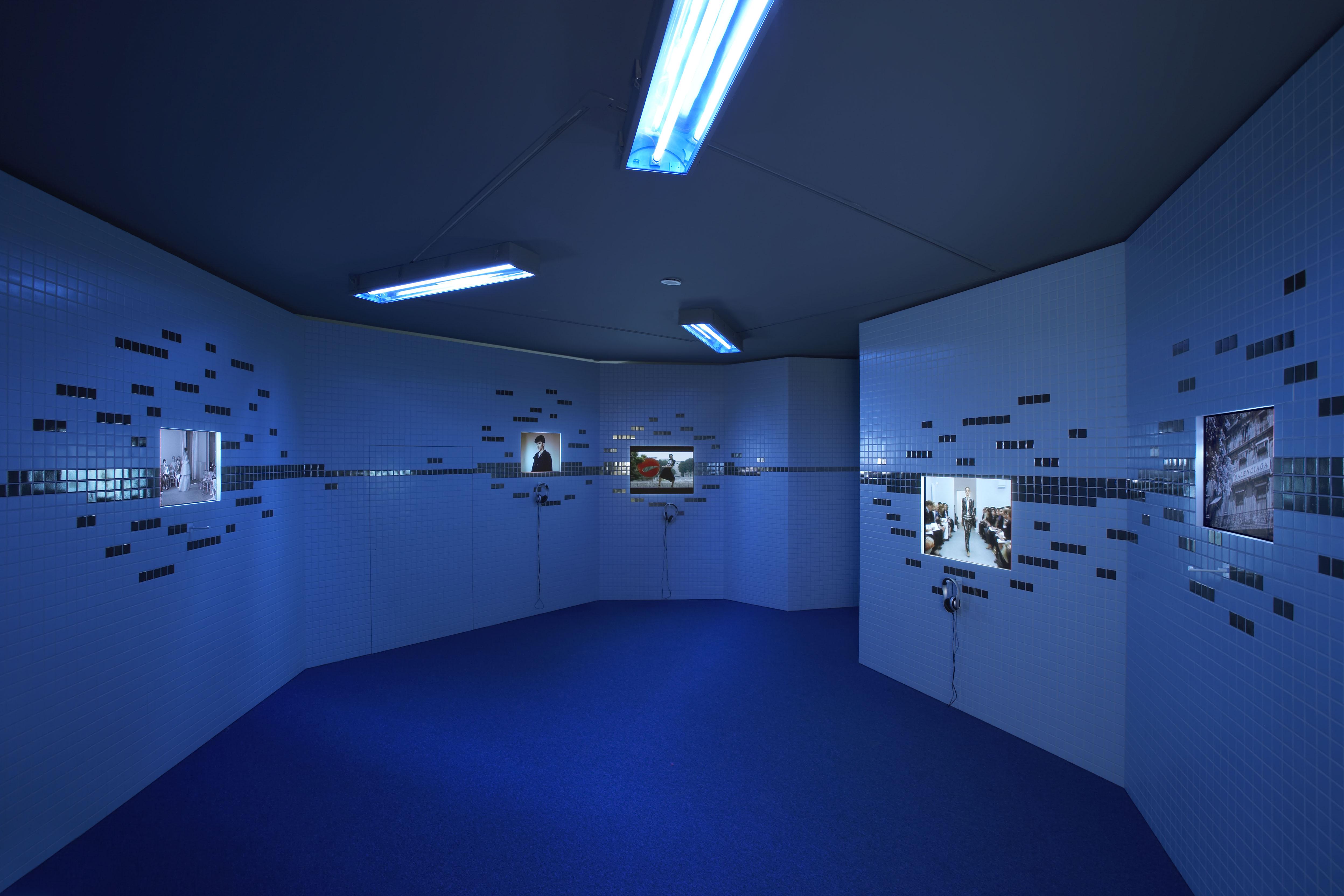 Poste 9 balenciaga par nicolas ghesqui re mus e des arts d coratifs paris 2006 - Musee des arts decoratifs metro ...
